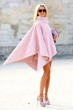 Pin for Later: The Best of Paris Fashion Week Street Style (Updated!) PFW Street Style Day 6 A cape that's all edge in a totally feminine color. Cool Street Fashion, Look Fashion, Autumn Fashion, Womens Fashion, Fashion Trends, Fashion 2015, Fashion Spring, Fashion Bloggers, Trending Fashion