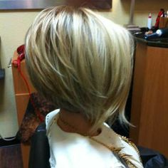 Short Layered Inverted Bob | bob hairstyles | Short Layered Wavy Bob With Bangs ...