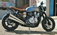 Honda CB750 SF Brat Style by FeitoNaGaragem | www.caferacerpasion.com