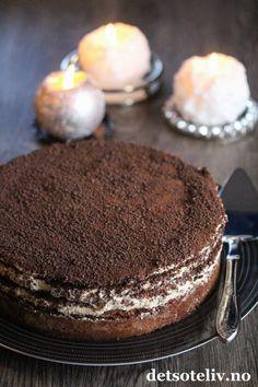 Dronning Maud-konfektkake | Det søte liv Let Them Eat Cake, Tiramisu, Dessert Recipes, Food And Drink, Cookies, Baking, Ethnic Recipes, Decoration, Caramel