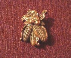 VINTAGE 1988 HALLMARK THANKSGIVING AUTUMN HARVEST BRONZED LOOK - CORN LAPEL PIN