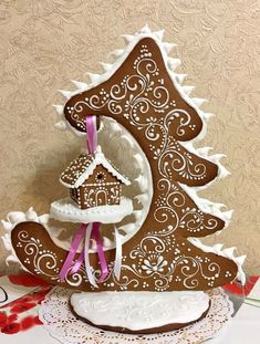 This is an amazing piece of Gingerbread art! This is an amazing piece of Gingerbread art! Cool Gingerbread Houses, Gingerbread House Designs, Gingerbread Decorations, Christmas Gingerbread House, Noel Christmas, Christmas Goodies, Christmas Treats, Christmas Baking, All Things Christmas