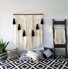 Hottest Photo Macrame Wall Hanging yarn Tips Macrame is back in fashion! If the type can be sometimes a bit more boho, the macrame wall hanging i Large Macrame Wall Hanging, Yarn Wall Hanging, Tapestry Wall Hanging, Wall Hangings, Diy Room Decor, Home Decor, Etsy, Popular, Boho