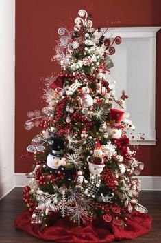 34 Beautiful Christmas Tree Decorating Ideas - World inside pictures Pretty Christmas Trees, Elegant Christmas Decor, Christmas Tree Design, Christmas Tree Themes, Holiday Tree, Christmas Snowman, Rustic Christmas, Christmas Holidays, Christmas Wreaths