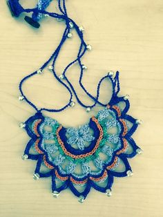 ABruxinhaCoisasGirasdaCarmita: É só copiar (colar azul  em crochet)