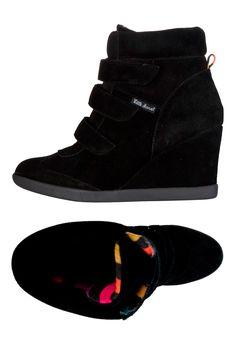 Venda Little Marcel Calçado / 7802 / Adulto / Sapatos de Cunha / Sapatos de Cunha em Camurça Preto. De 100€ por 42€.