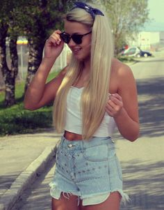 oh my god, her hair! Spring Summer Fashion, Spring Outfits, How To Curl Short Hair, Long Hair, Hair Heaven, Summer Swag, Blonde Beauty, Vintage Shorts, Pretty Hairstyles