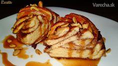 Škoricový koláč s karamelovou omáčkou a s opraženými  arašidmi (fotorecept) French Toast, Breakfast, Food, Basket, Morning Coffee, Essen, Meals, Yemek, Eten