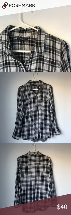 Madewell Plaid Black and White Top/Flannel Accepting offers. No low ballers or trades. EUC. FIt's great on mediums as an oversize flannel. Pair with jeans or leggings and with boots, booties, flats or sandals. Retail $80 Madewell Tops Button Down Shirts