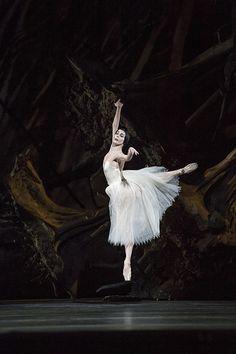 Natalia Osipova as Giselle in Giselle © ROH / Bill Cooper 2014