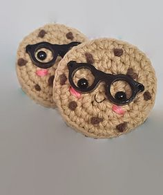 A cute cookie amigurumi pattern that is suitable for beginners.