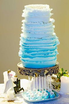 This cake reminds me of waves. It makes me think of a beach wedding with bare feet and frangipani flowers in my hair.