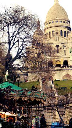 The carousel outside Sacre Coeur