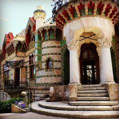 #caprichodegaudi#cantabria #cantabriainfinita #gaudi #antonigaudi #arte #art #arquitectura #architect #modernismo #modernisme #naturaleza #nature #girasoles #sunflowers Gaudi, Home Fashion, Sunflowers, Mansions, House Styles, Instagram, Nature, Photography, Home Decor
