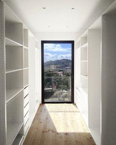 Large window or large mirror in walk-in closet. El armonioso contraste entre lo nuevo y lo antiguo