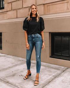 Купить на распродаже: тренды, которые будут актуальны летом 2021 – Woman Delice #тренды2021 #лето2021 #распродажи #летниеплатья2021 #гардероб #летнийгардероб #женскиеплатья Mode Outfits, Stylish Outfits, Fashion Outfits, Casual Street Style, Looks Com Jeans Skinny, Black Dress Accessories, Blazer Beige, Simple Black Dress, Fashion Jackson