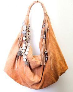 Boho Look | Bolsa de couro com moedas estilo boho, bohemian chic bag boho style