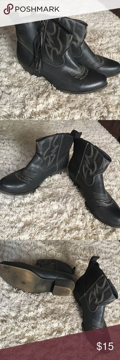 Dark gray ankle boots Mossimo supply southern style booties with small heel. Barely worn, has a few minor scratches but nothing eye catching, some wear on inside. Size 9.5. Mossimo Supply Co. Shoes Ankle Boots & Booties