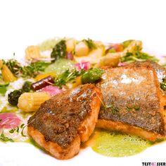 Heute Abend schon etwas vor? Wie wäre es mit einem schönen Dinner? Diese herrliche Lachsforelle wurde auf einer Frühlingswiese serviert  - gegessen im Carl! Den Bericht gibt's im Blog! #carlgraz #restaurantcarl #foodgasm #foodpic #instafood #foodies #foodie #foodshot #foodstagram #instafood #photooftheday #picoftheday #testesser #graz #steiermark #austria #igersgraz #starter #vorspeise #restaurant #lachsforelle #fisch #romantischesdinner