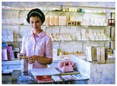 #vintagephotos #beautysalon #vintagephoto #vintagephotography #documentaryphotography #americandream #americanstyle #american #1950s…