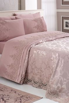Luxury Bedding On A Budget Beautiful Bedding Sets, Beautiful Bedrooms, Hanging Beds, How To Dress A Bed, Natural Bedding, Victorian Decor, Bed Mattress, Elegant Homes, Bed Covers