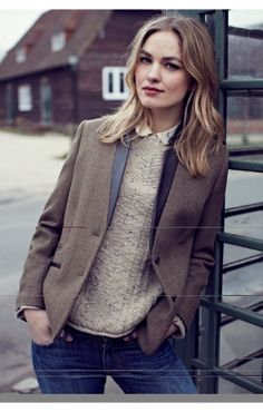 Either I find a blazer that works with my capsule wardrobe, or I can't take one. Wouldn't that be a pity?