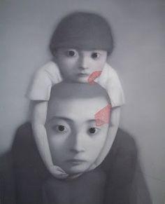Zhang Xiaogang (born 1958)  Zhang Xiaogang is misschien wel de meest toonaangevende hedendaagse Chinese kunstenaar. Hij staat bekend om zijn monochromatische portretten van Chinese personen en heeft zijn werk gebaseerd op familieportretten uit de tijd van de Culturele Revolutie.