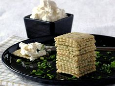 .: The Banting Chef :. Sour Cream and Chive Crackers 230g Almond Flour 20g Fresh Chives 70g Sour Cream 1 tsp Himalayan Salt 1/2 tsp Garlic Powder