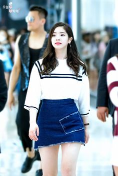 FY! TWICE : Photo Kpop Fashion, Korean Fashion, Girl Fashion, Airport Fashion, Kpop Outfits, Korean Outfits, Nayeon, Mbti Type, 17 Kpop