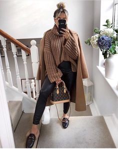 New zara fashion outfits casual winter Winter Fashion Outfits, Fall Winter Outfits, Autumn Winter Fashion, Casual Winter, Winter Fits, Mode Outfits, Chic Outfits, Trendy Outfits, Zara Fashion