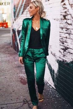 33 Power Women Suits To Be Confident At Work ★ Sexy Street Power Suit Outfit … Costume Vert, Mode Costume, Green Suit Women, Suits Women, Women's Suits, Wedding Suits For Women, Business Suits For Women, Formal Suits For Women, Grey Suits