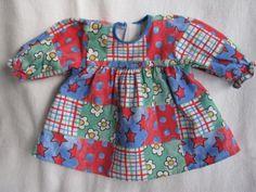 Kleid-gemustert-blau-rot-Puppenkleider-Kleidung-fuer-Puppen-Outfit-fuer-Puppen