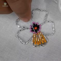 Hand embroidery pearl flower making idea – The World Diy Embroidery Patterns, Bead Embroidery Tutorial, Hand Embroidery Videos, Brazilian Embroidery Stitches, Hand Embroidery Flowers, Flower Embroidery Designs, Creative Embroidery, Hand Embroidery Stitches, Pearl Embroidery