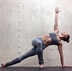Love this pose!! yogamattie.com