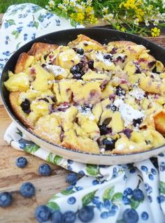 Sour cream pudding with blueberries - my delicious . Sour cream pudding with blueberries – my delicious life … - Breakfast Desayunos, Breakfast Recipes, Sour Cream Pancakes, Fluffy Pancakes, Buttermilk Pancakes, Tasty, Yummy Food, Cooking Recipes, Healthy Recipes