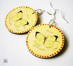 Žlté kruhové náušnicš s motýľmi z www.sperkysan.sk