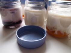MI FOGÓN EN TU COCINA: YOGURES CASEROS CON O SIN YOGURTERA Frozen Yogurt Popsicles, Flan, Sour Cream, Glass Of Milk, Smoothies, Panna Cotta, Food And Drink, Pudding, Cooking