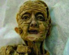 El #misterioso caso de la muñeca que envejeció en el desván.