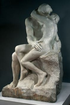 Auguste Rodin (1840 -1917) LE BAISER  Marbre, commandé par l'État en 1888, taillé entre 1888 et 1898. Entré au musée du Luxembourg en 1901 ; attribué au musée Rodin en 1919.  Le Baiser représentait à l'origine Paolo et Francesca, personnages issus de La Divine Comédie, poème de Dante Alighieri (1265-1321). Tués par le mari de Francesca qui les avait surpris en train de s'embrasser, les deux amoureux furent condamnés à errer dans les Enfers. Ce groupe, conçu tôt par Rodin, dans le processus…