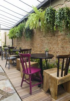 Covered patio. Like the chairs Sofá Café | São Paulo