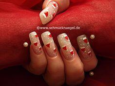 Sombrero de santa claus en uñas decoradas - Motivo de Navidad 7 - Nail Art 147 http://www.schmucknaegel.de/
