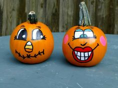 2013 Halloween Veranda, Halloween Porch, Holidays Halloween, Halloween Pumpkins, Halloween Fun, Pumpkin Face Paint, Pumpkin Faces, Diy Pumpkin, Pumpkin Painting