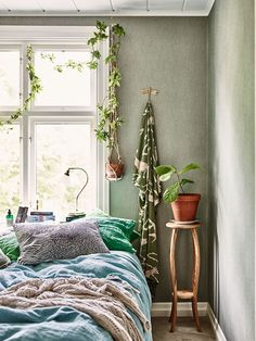 Vintage Bedroom a cozy casual bedroom in this swedish house tour Bedroom Green, Home Bedroom, Bedroom Decor, Serene Bedroom, Design Bedroom, Bedroom Ideas, Home Interior, Interior Styling, Interior Design