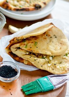 Restaurant Style Homemade Indian Garlic Naan at home | chefdehome.com