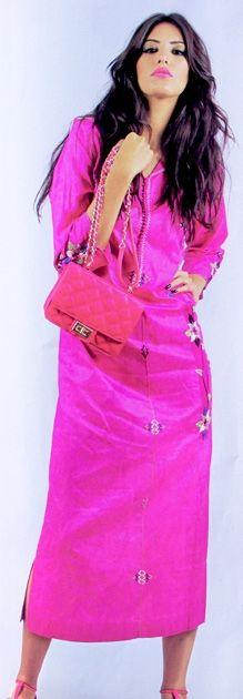djellaba's   Djellabas marocain en rose fuschia - Djellabas Tendance Caftans, Traditional Dresses, Tunics, Morocco, Evening Dresses, Caftan Marocain, Oriental Dress, Women's Fashion, Kaftans