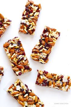 Cranberry Almond Protein Bars -- way cheaper than fruit and nuts bars at the… Low Carb Protein Bars, Protein Bar Recipes, Protein Snacks, Healthy Snacks, High Protein, Protein Cake, Protein Muffins, Protein Cookies, Healthy Breakfasts