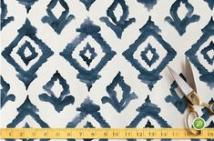 The secret to using pattern scale to create amazing fabric combos - Learn this simple way to determine scale @heytherehome Upholstery Fabric Online, Buy Fabric Online, Easy Sewing Projects, Cool Diy Projects, Colorful Quilts, Dollar Store Crafts, Home Decor Fabric, Fabric Painting, Fabric Patterns
