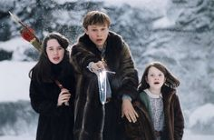 Still of William Moseley, Anna Popplewell and Georgie Henley in The Chronicles of Narnia: The Lion, the Witch and the Wardrobe