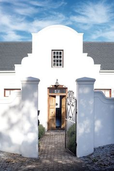 Cape Dutch - Estilo Holandês Do Cabo! Dutch Colonial, Spanish Colonial, Spanish House, Spanish Style, South African Homes, Fachada Colonial, Cape Dutch, Somerset West, West Home