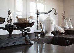 AlmiDécor bird in stylish kitchen....